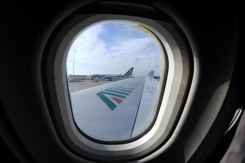 """Il Governo mantiene """"segreto"""" il bilancio Alitalia. Ma così, chi se la compra?"""
