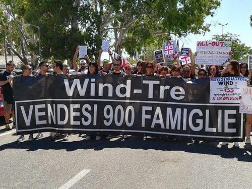 WindTre: basta con l'esternalizzazione selvaggia, ecco la proposta M5S