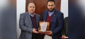 تكريم معالي رئيس ديوان مجلس النواب من قبل اللجنة العليا المنظمة لمهرجان المسرح المدرسي الأول