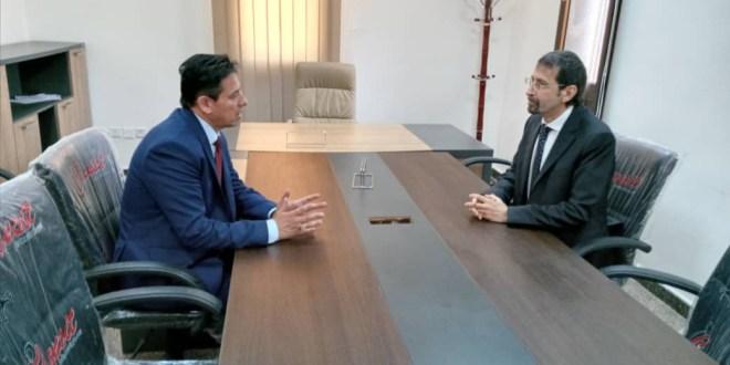 رئيس لجنة الخارجية يلتقي مع القنصل الإيطالي في مدينة بنغازي