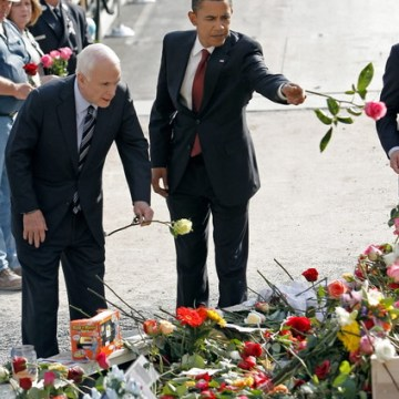 McCain Obama leave flowers at Ground Zero-thumb-425x495