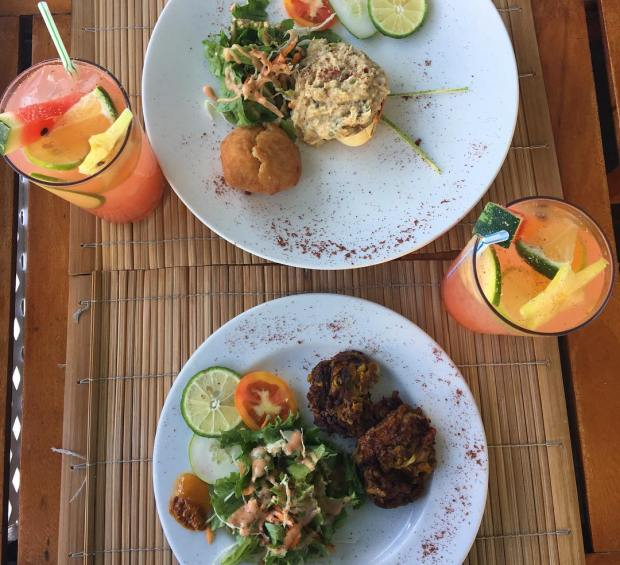 Crab back, fishcakes and rum punch at BB's Crabback