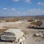 Персидские жертвенники на вершине акрополя