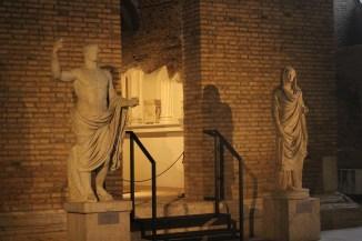 Tomba dei Platorini, esterno