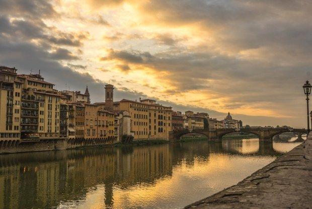 #PausaRacconto: in viaggio con un paio di scarpe Prada (Firenze, immagine via Pixabay)