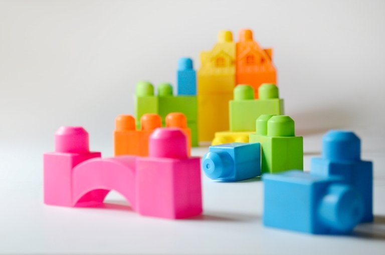 il gioco dei Lego (immagine via Designerpics)