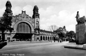 Old Wilson Station with original statue, Prague