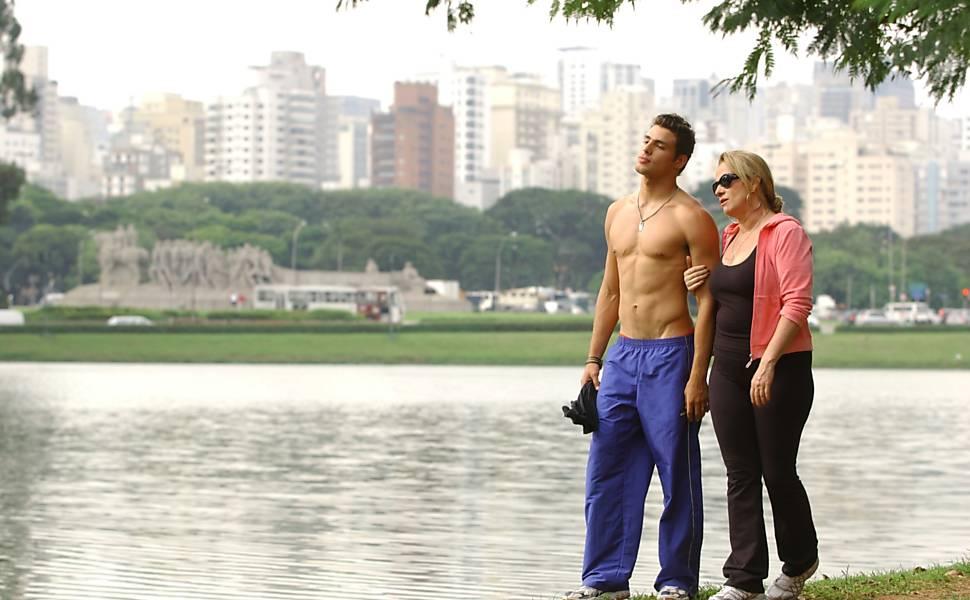 """Vera Holtz e Cauã Reymond, na novela """"Belíssima"""" (2005/06), da Globo. Divulgação TV Globo"""
