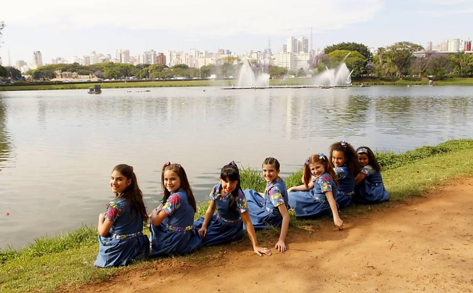 """Personagens da nova versão de """"Chiquititas"""" (SBT) gravam o clipe """"Amigas"""". Lourival Ribeiro/SBT"""