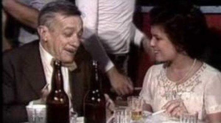 Adoniran Barbosa e Elis Regina durante a gravação de um programa de 1978, em que os dois cantam músicas do sambista paulista.