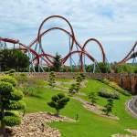 La montaña rusa del Dragon Khan en el parque de atracciones de Port Aventura