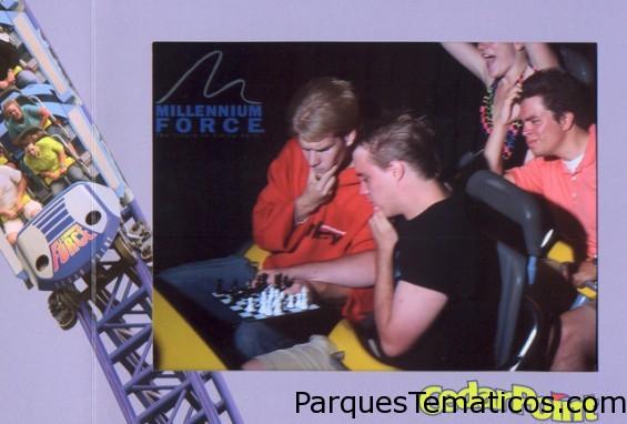 Cedar Point en el Millenium Force jugando al ajedrez