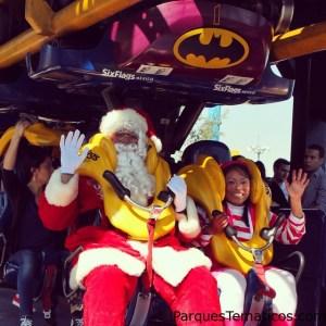 El Santa Méxicano en la montaña rusa de Batman de Six Flags