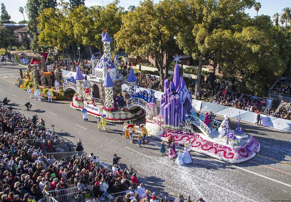 Aventuras en Disneyland Resort en carroza para el Desfile de las Rosas 2016