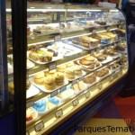 Bocadillos al paso en muchos locales de comida al paso