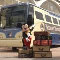 Mickey te recibe en el Disney´s Magical Express, el autobús más divertido para ir desde el aeropuerto a tu hotel , y luego volver siempre gratis