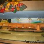 Disfruta de The Garden Grill, uno de los comedores más intrigantes de Epcot porque gira. The Garden Grill en Epcot ofrece una vista en constante movimiento de la atracción Living with the Land