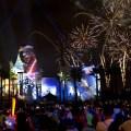 Épicos fuegos artificiales y proyecciones, un show de entretenimiento en vivo y la marcha de los Stormtroopers se unen a la Fuerza en Disney's Hollywood Studios