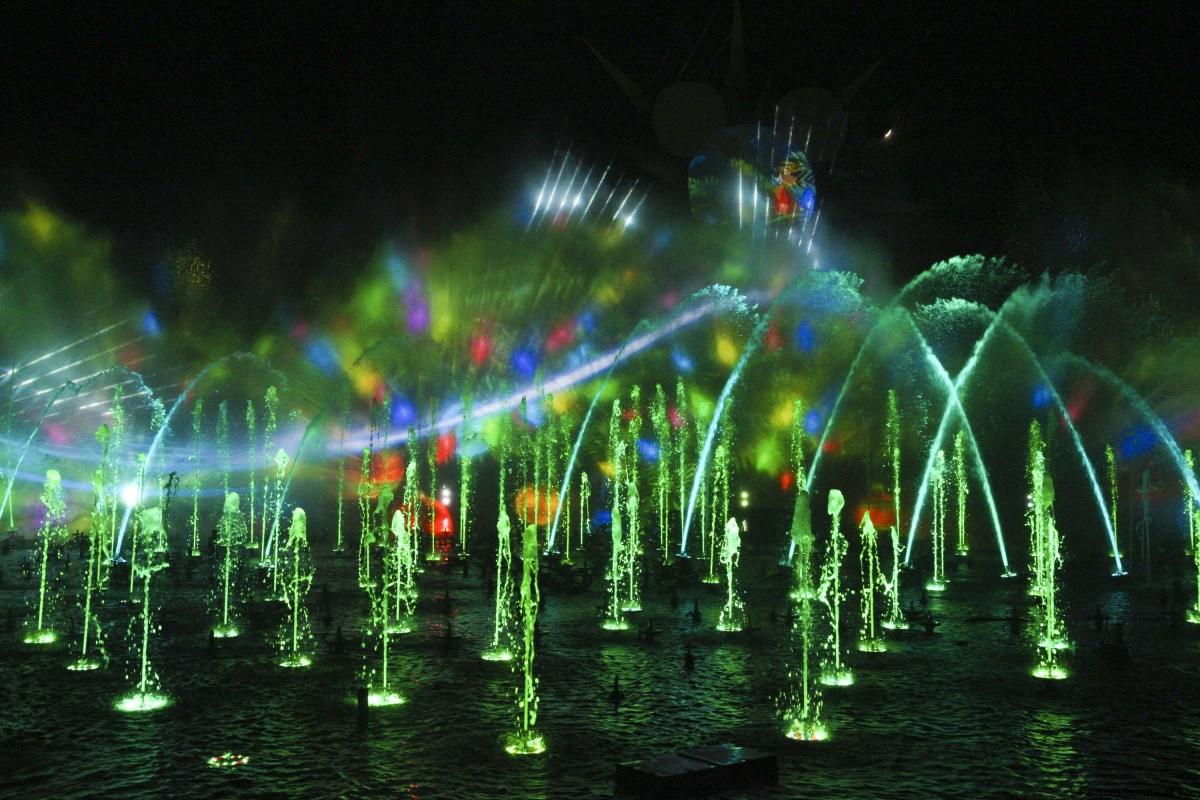 'World of Color – Season of Light,' un gran espectáculo nocturno