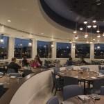 Paddlefish en Disney Springs con un menú de pescados frescos , mariscos, langosta de Maine, cangrejos, sea bass, pez gato, salmón y todo para disfrutar de las mejores vistas de Disney Springs, en Walt Disney World Resort in Lake Buena Vista, Fla