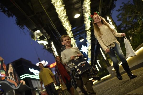Alegres Compras Navideñas y Nuevas Tradiciones Familiares en Disney Springs a Partir del 10 de Noviembre