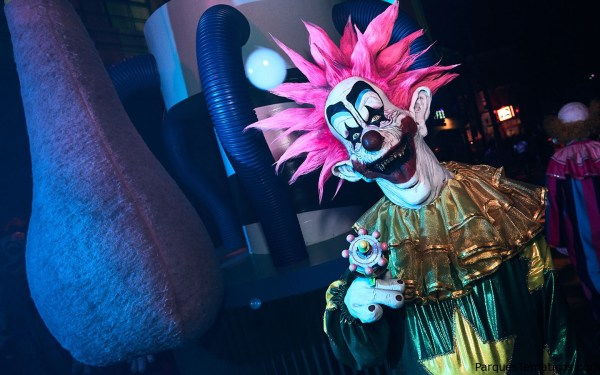 Killer Klowns from Outer Space Scare Zone 2 - Halloween Horror Nights 2018
