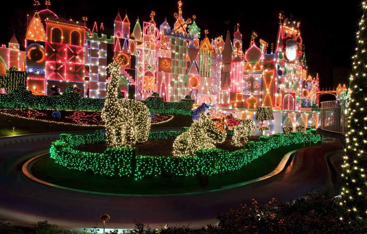 """""""it's a small world"""" Holiday durante las Fiestas en el Disneyland Resort"""