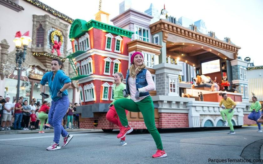 4. Baila con tus personajes favoritos en Superstar Parade