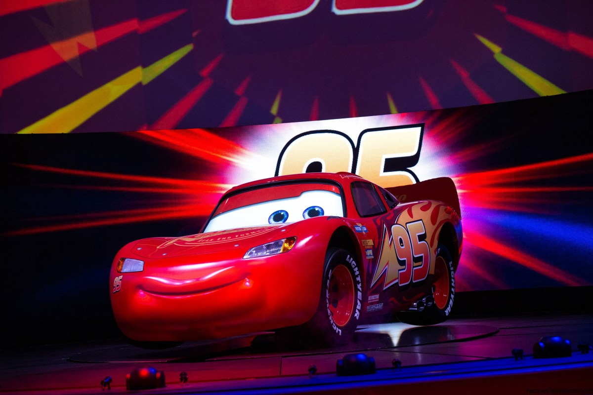 Nuevo Show Lightning McQueen's Racing Academy