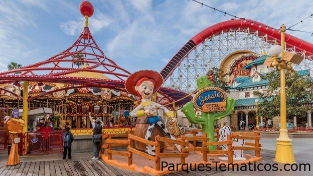 Jessie's Critter Carousel llegó a Pixar Pier en Disney California Adventure Park