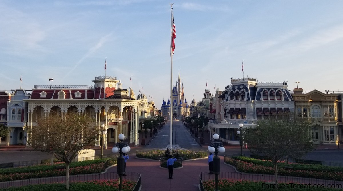 Las banderas siguen volando alto en los parques de Disney