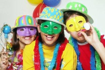 realizzare-le-maschere-di-carnevale-con-i-genitori-fa-bene-ai-bambini-1782366313941x627360x240