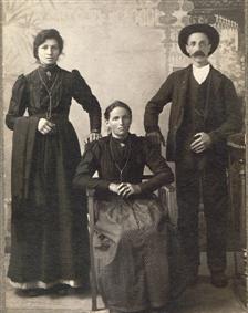 La mamma, il fratello Daniele e la sorella Sofia