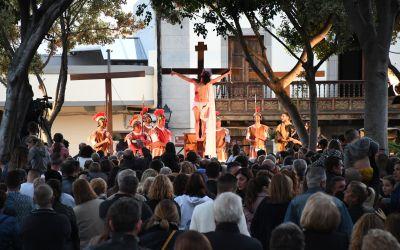 Más de 100 vecinos escenifican el domingola Pasión de Cristo