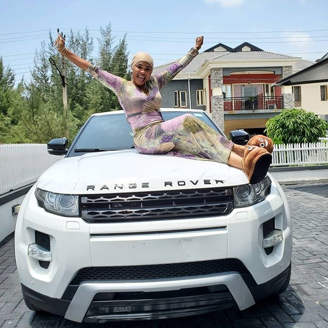 Nollywood actress Iyabo Ojo in tears after getting Range Rover gift (Video)