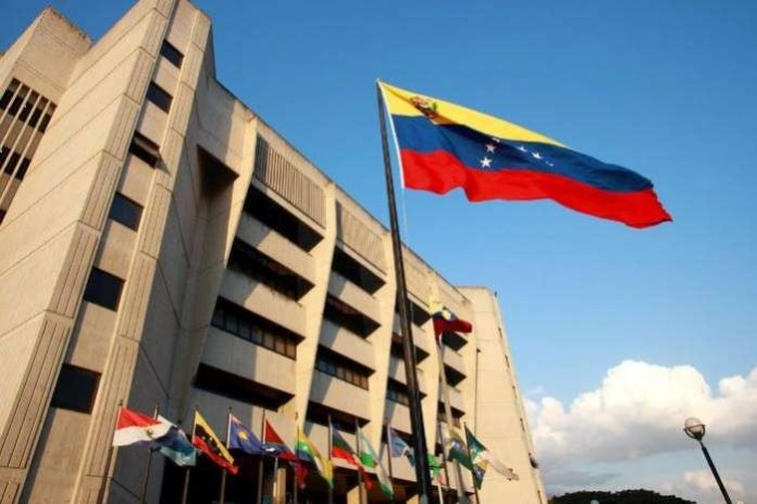 Venezuela judge convicts six American oil executives three years after arrest