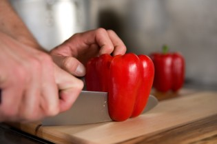 Foodskills slicing red pepper