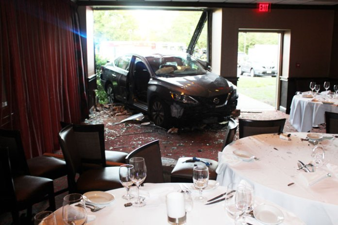 Breaking News: A car crashes into Ruth's Chris Dining Room