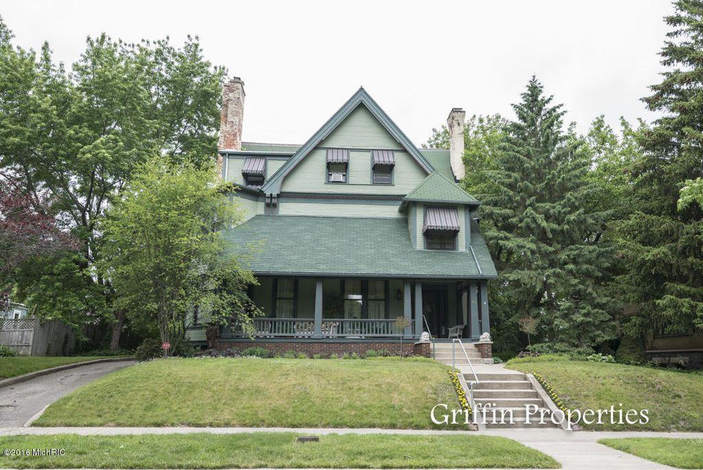 exterior photo of 423 Madison house circa 2015