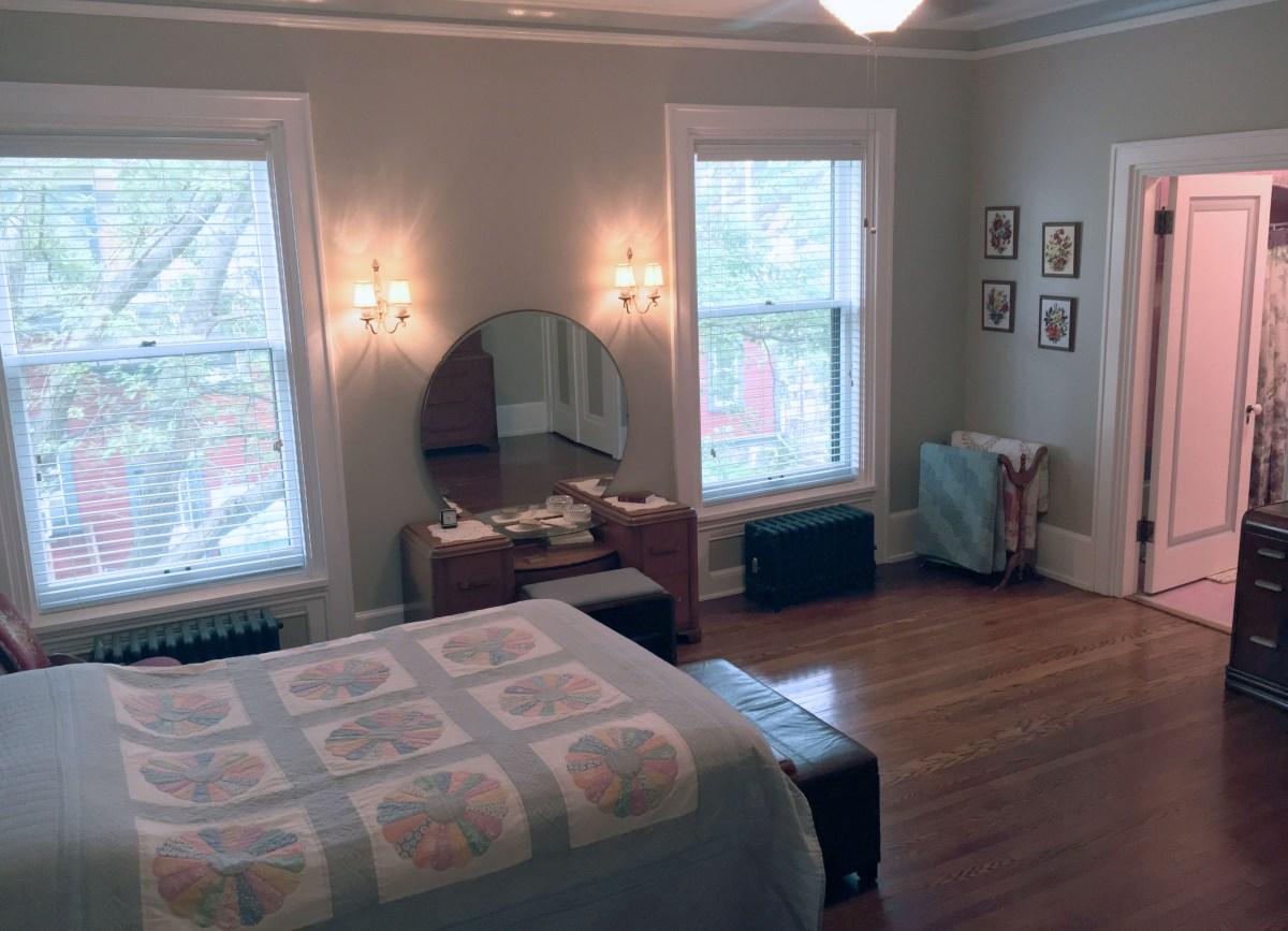 queen bed and vanity in room 3