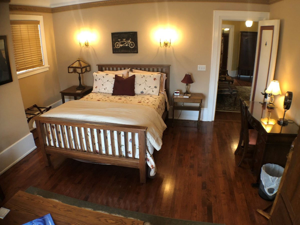 Mission-style queen bed