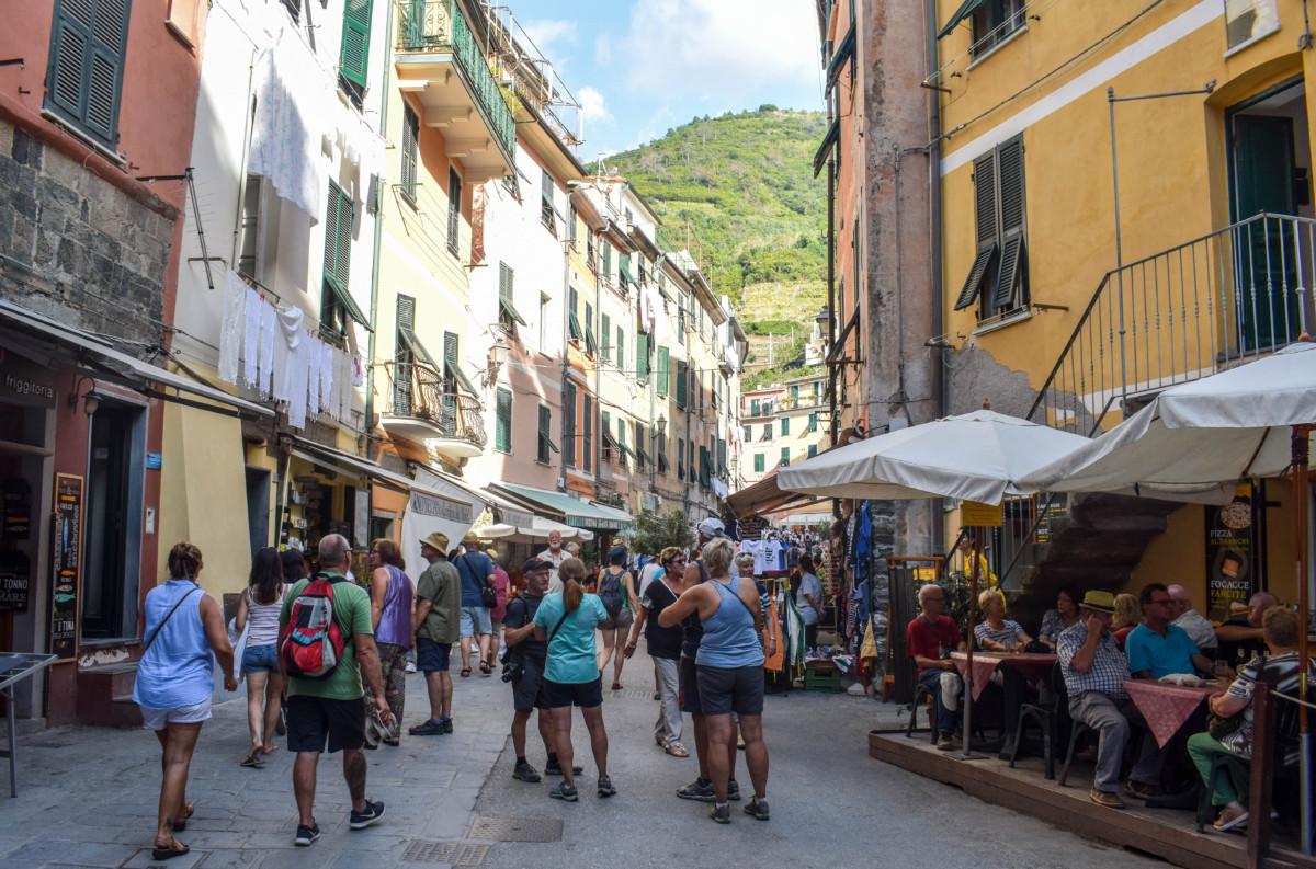 Cinque Terre crowds Italy