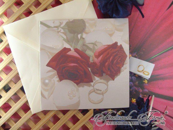 Partecipazioni Matrimonio I Love You.Partecipazione Nozze Quadrata Con Rose Rosse E Fedi