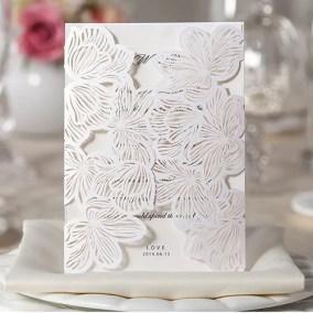 12_Partecipazione Bianca con 2 ali con disegno a fiori