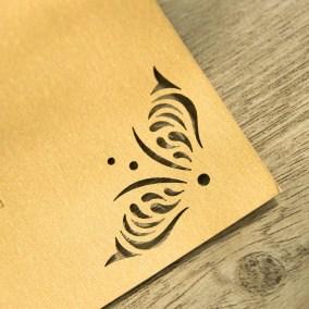 2.1_Partecipazione-Oro-Piatta-con-ricami-angoli-particolare