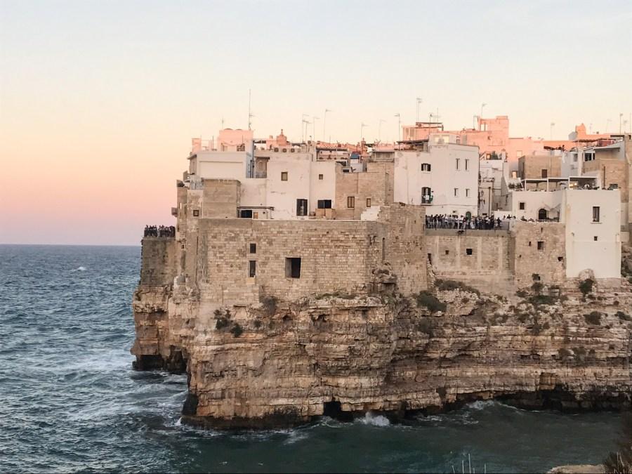 Tramonto a Polignano a Mare dalla scogliera Pietra Piatta