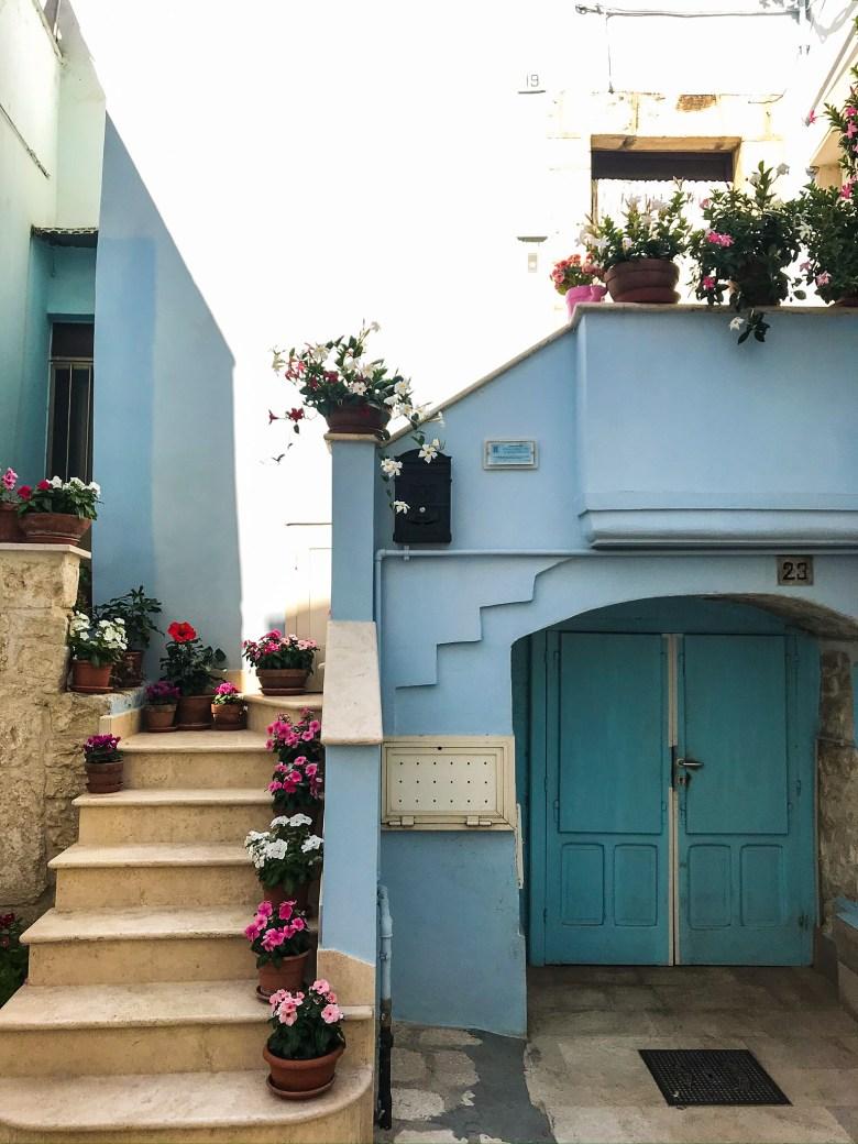 Colori e fioriere tra i vicoli del Paese Azzurro, Casamassima