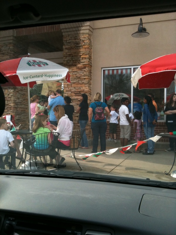 Wow line around the building at Rita's #freeitalianiceday!!!