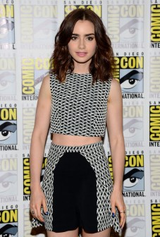 Sporting the popular crop top at Comic Con