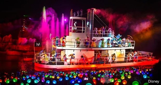 Barco com Personagens do Fantasmic no Hollywood Studios